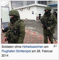 Soldaten ohne Hoheitsabzeichen am Flughafen Simferopol am 28. Februar 2015