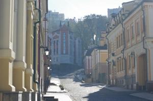 Kyiv, Ukraine, in einem ruhigen Teil der 5 Millionen Stadt; Photo: Simon Gerber