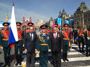 Filipo Lombardi mit Georgsband an Parade in Moskau