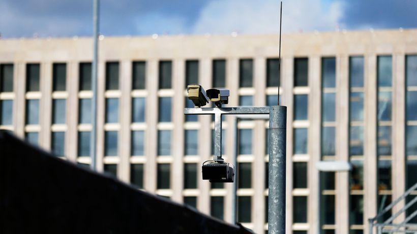 Kameras am neuen Gebäudekomplex des BND in Berlin © Tobias Schwarz:Reuters