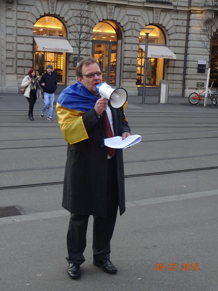 Martin Luithle liest Nadja Savchenkos Worte an Demo in Zürich am 09.03.2016