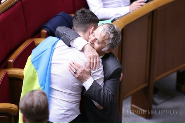 #Savchenko + #Crimea Tatar leader Dzhemilev hug in #Ukraine parl. His son is in prison in Russia v @ukrpravda_news