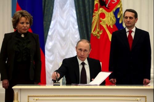 matwijenko-bei-der-unterzeichnung-der-anexion-kreml-2014