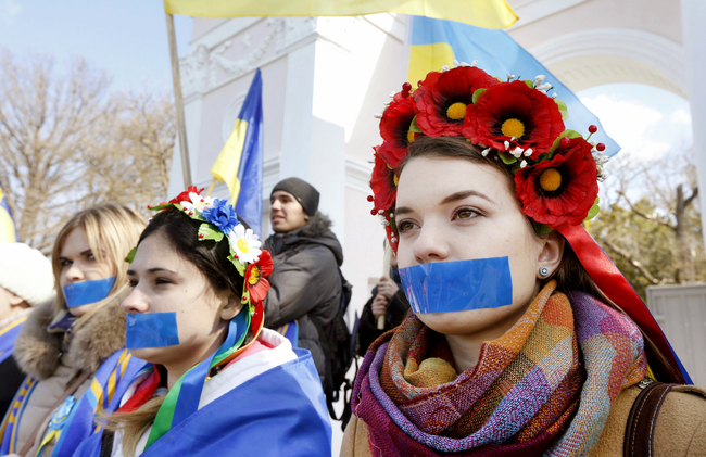 "UKRAINIANS IN CRIMEA PROTEST AGAINST THE FAKE ""REFERENDUM"" ORGANIZED BY THE RUSSIAN OCCUPIERS: REUTERS photo"